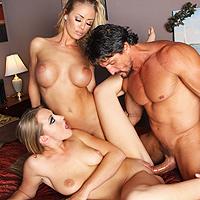 Sesso a tre perverso con due lesbiche arrapate