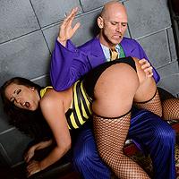 Puttana dalle tette grosse si fa spaccare il buco del culo